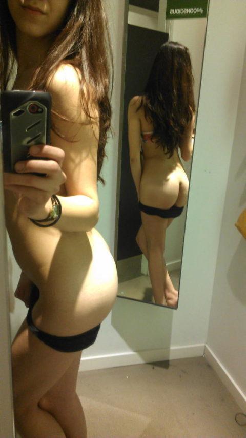 【イミフ】試着室で服着る前に裸を自撮りする女ってなんなの?????(画像30枚)・9枚目
