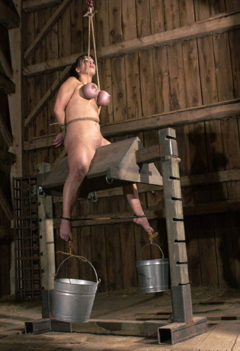 【SM調教】三角木馬とかいうマンコを破壊しかねない拷問器具怖すぎwwwwwwwww(画像33枚)・9枚目