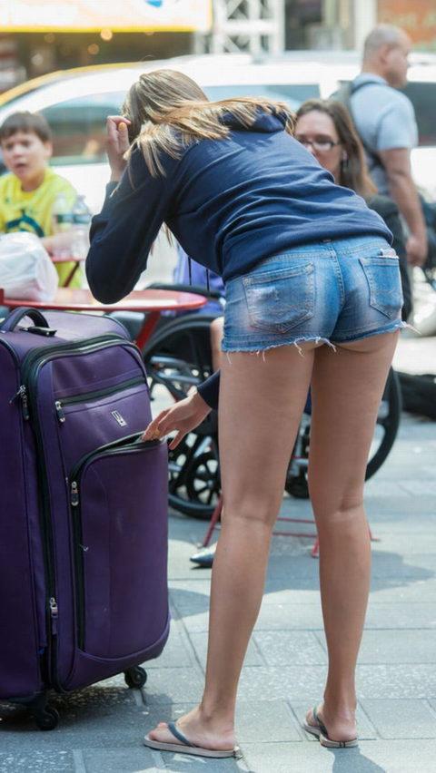 海外女子のショートパンツの穿きこなし方がエロ過ぎるんだがwwwwwww(画像28枚)・9枚目
