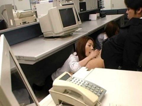 【セクハラ注意】性処理専用の女性事務員のエロ画像集(30枚)・1枚目