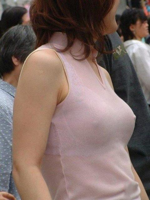 透け乳首で男の視線を誘ってくるあざとい女たち(画像26枚)・9枚目