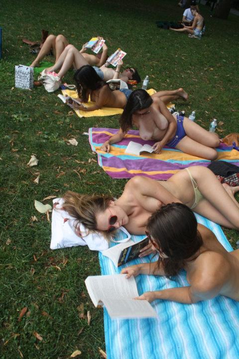 【勃起不可避】海外のヌーディストパークがまさに楽園なんだがwwwwwww(画像30枚)・11枚目