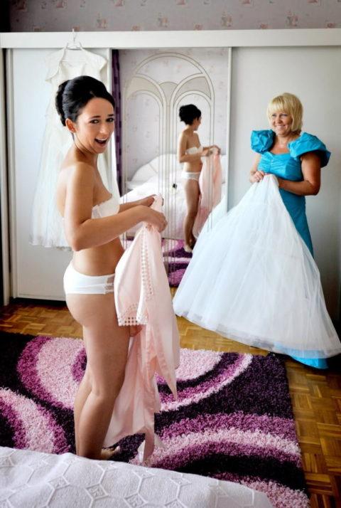 新婦がウェディングドレスに着替え中に写真撮るやつwwwwwwww(30枚)・13枚目