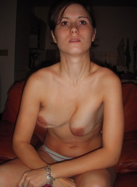 巨乳女がブラ取った時の残念おっぱい画像集(30枚)・13枚目