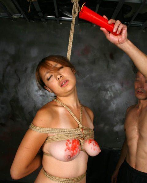 【SM調教】蝋燭を垂らされて苦悶に歪む女の表情がたまらないエロ画像集(30枚)・14枚目