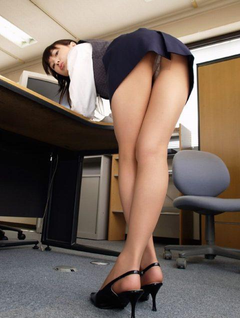腰まで捲り上げてやりたい美脚女子のタイトスカート画像集(29枚)・14枚目