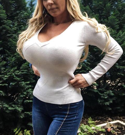海外の着衣巨乳女たち、嘘乳すぎて萎える件・・・・・・(画像30枚)・15枚目