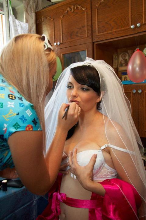 新婦がウェディングドレスに着替え中に写真撮るやつwwwwwwww(30枚)・16枚目