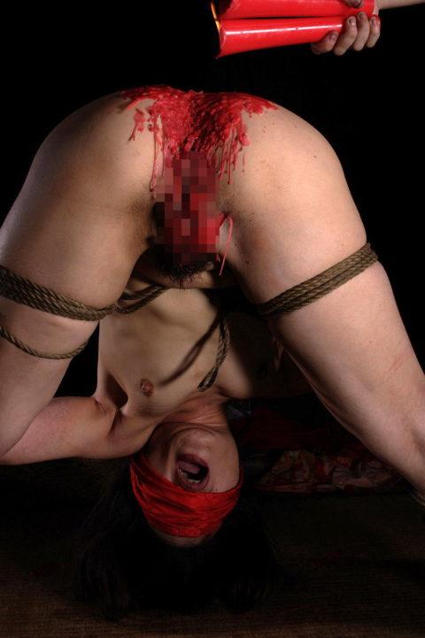 【SM調教】蝋燭を垂らされて苦悶に歪む女の表情がたまらないエロ画像集(30枚)・17枚目