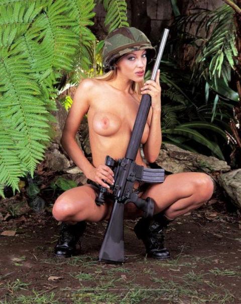 戦場で見つけたらとりあえずレイプしたい女兵士の画像集(30枚)・17枚目