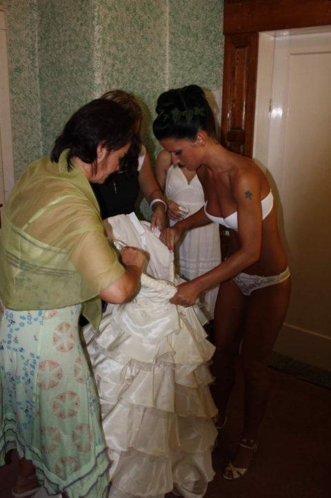 新婦がウェディングドレスに着替え中に写真撮るやつwwwwwwww(30枚)・18枚目