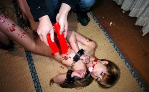 【SM調教】蝋燭を垂らされて苦悶に歪む女の表情がたまらないエロ画像集(30枚)・19枚目