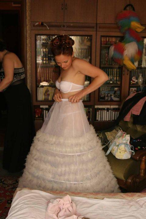 新婦がウェディングドレスに着替え中に写真撮るやつwwwwwwww(30枚)・2枚目