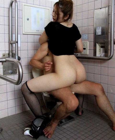 【画像22枚】多目的トイレに入った男女がなかなか出てこない→こうなってますwwwwwww・2枚目