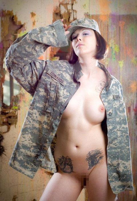 戦場で見つけたらとりあえずレイプしたい女兵士の画像集(30枚)・2枚目