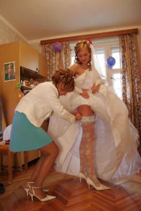 新婦がウェディングドレスに着替え中に写真撮るやつwwwwwwww(30枚)・20枚目