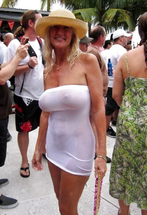 海外の着衣巨乳女たち、嘘乳すぎて萎える件・・・・・・(画像30枚)・20枚目