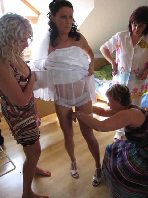 新婦がウェディングドレスに着替え中に写真撮るやつwwwwwwww(30枚)・21枚目