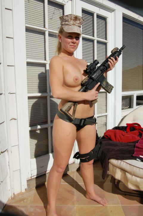 戦場で見つけたらとりあえずレイプしたい女兵士の画像集(30枚)・22枚目