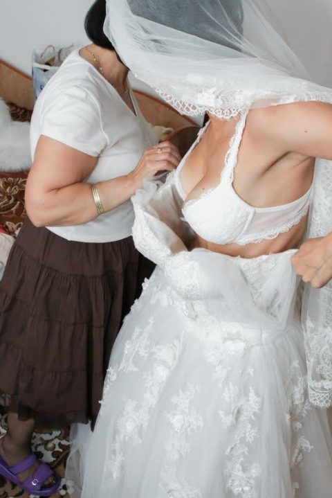 新婦がウェディングドレスに着替え中に写真撮るやつwwwwwwww(30枚)・23枚目