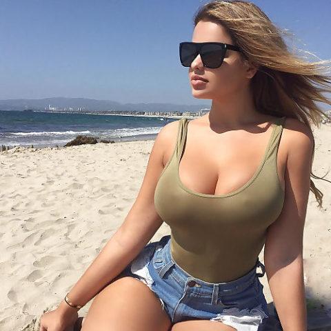 海外の着衣巨乳女たち、嘘乳すぎて萎える件・・・・・・(画像30枚)・24枚目