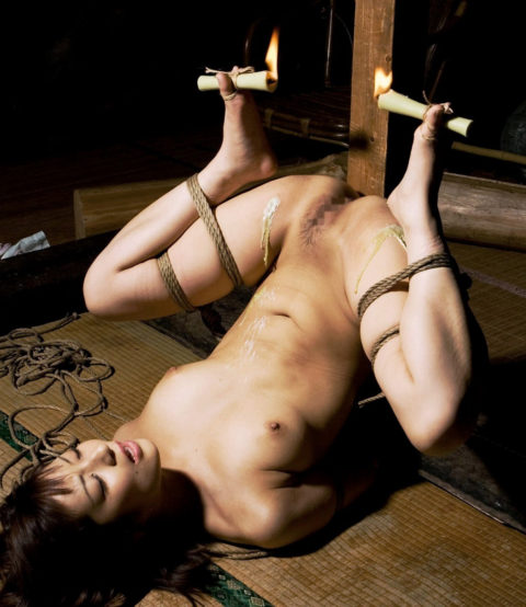【SM調教】蝋燭を垂らされて苦悶に歪む女の表情がたまらないエロ画像集(30枚)・25枚目
