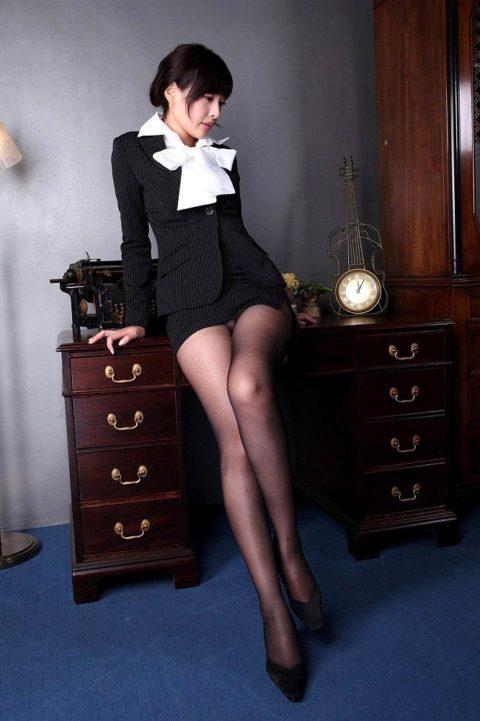 腰まで捲り上げてやりたい美脚女子のタイトスカート画像集(29枚)・27枚目