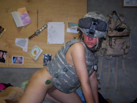 戦場で見つけたらとりあえずレイプしたい女兵士の画像集(30枚)・28枚目