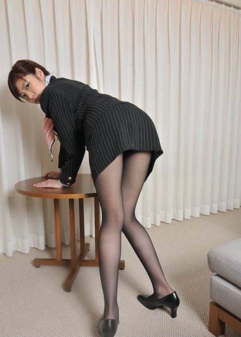 腰まで捲り上げてやりたい美脚女子のタイトスカート画像集(29枚)・28枚目