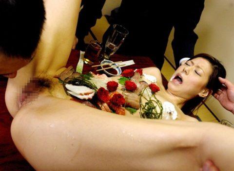 もはや昭和の遺物となった女体盛りのエロ画像集(30枚)・3枚目