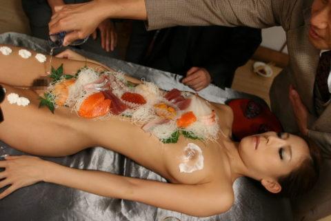 もはや昭和の遺物となった女体盛りのエロ画像集(30枚)・30枚目