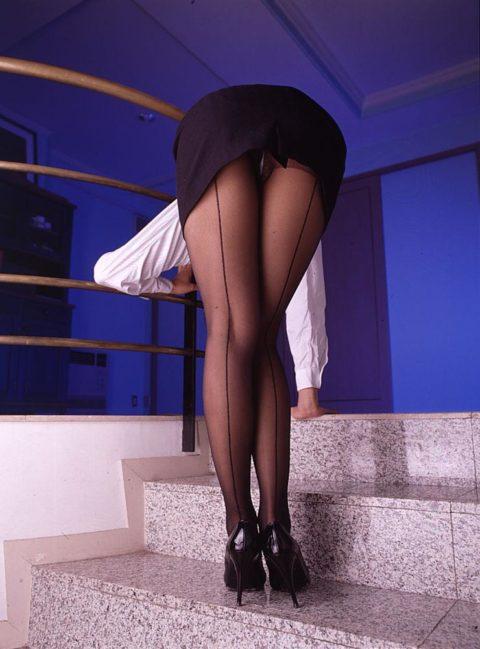 腰まで捲り上げてやりたい美脚女子のタイトスカート画像集(29枚)・29枚目
