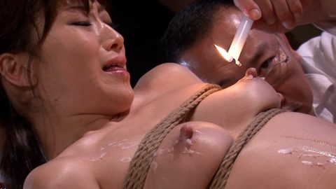 【SM調教】蝋燭を垂らされて苦悶に歪む女の表情がたまらないエロ画像集(30枚)・4枚目