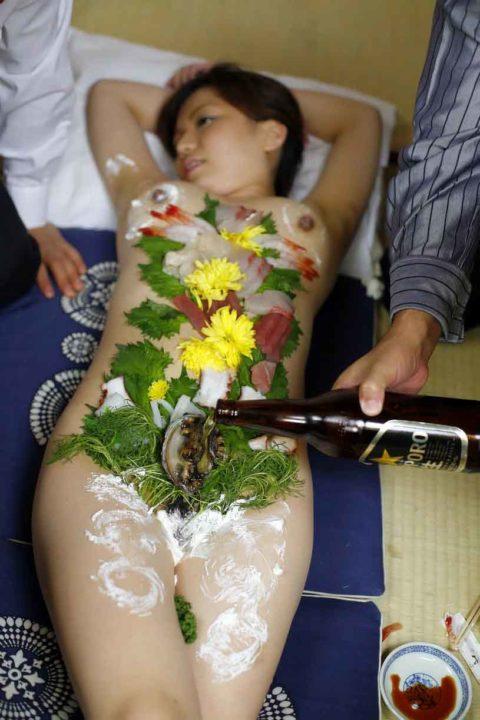 もはや昭和の遺物となった女体盛りのエロ画像集(30枚)・9枚目