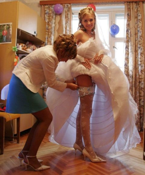 新婦がウェディングドレスに着替え中に写真撮るやつwwwwwwww(30枚)・9枚目
