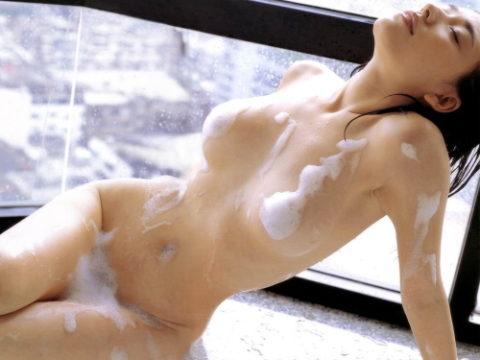 泡で乳首やマンコを隠す男がモヤモヤしかしないエロ画像集(30枚)