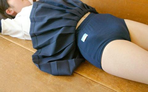ブルマ穿いてるからって見せつけすぎなJKの制服画像集(27枚)・12枚目