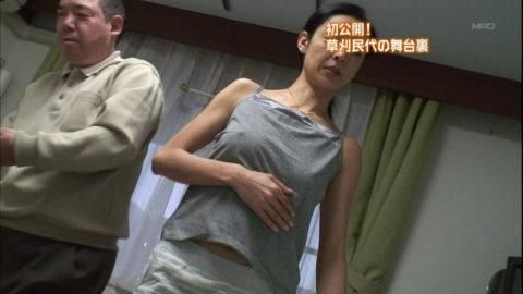 乳首が気になってテレビに集中できない放送事故画像集(23枚)・12枚目