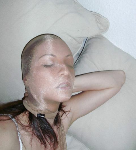 【画像30枚】女が脱ぎ捨てたパンストつかったセックスの楽しみ方がこちらwwwwwwww・18枚目