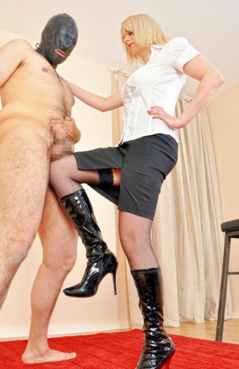 【理解不能】女にタマ蹴り上げられて快感を得るドM男たちwwwwwwwww(画像30枚)・20枚目