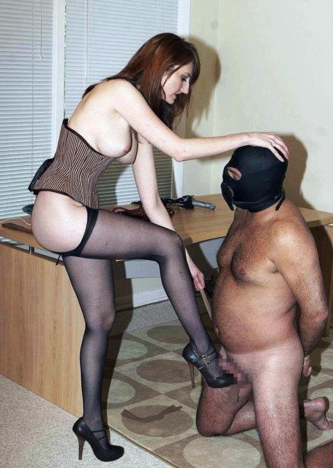 【理解不能】女にタマ蹴り上げられて快感を得るドM男たちwwwwwwwww(画像30枚)・22枚目