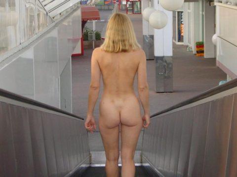 エスカレーターで強制見せつけしてくる露出狂女たち(画像30枚)・25枚目