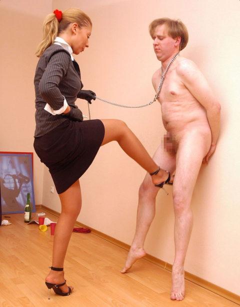 【理解不能】女にタマ蹴り上げられて快感を得るドM男たちwwwwwwwww(画像30枚)・25枚目
