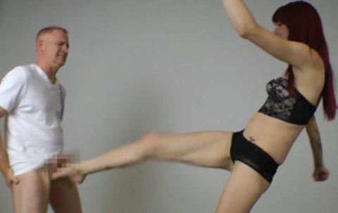 【理解不能】女にタマ蹴り上げられて快感を得るドM男たちwwwwwwwww(画像30枚)・28枚目