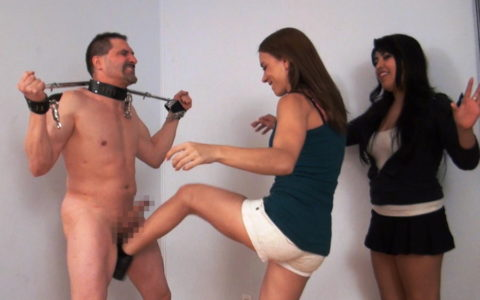 【理解不能】女にタマ蹴り上げられて快感を得るドM男たちwwwwwwwww(画像30枚)・3枚目