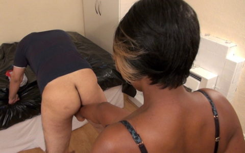 【理解不能】女にタマ蹴り上げられて快感を得るドM男たちwwwwwwwww(画像30枚)・4枚目