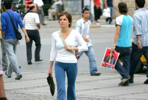 完全にマンコを晒して街を歩く女性たち・・・(※画像あり)・7枚目