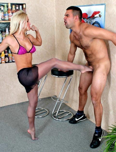 【理解不能】女にタマ蹴り上げられて快感を得るドM男たちwwwwwwwww(画像30枚)・9枚目