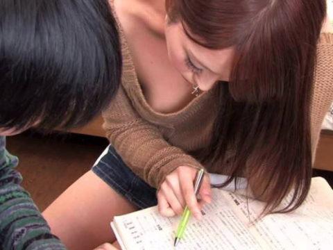 家庭教師が谷間を見せつけてきて勉強に集中できないんだがwwwwwwwww(画像30枚)・1枚目