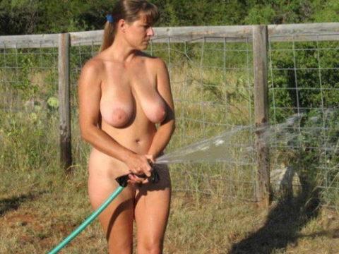 【画像25枚】嫁が裸族で困るwwwwwwwwwwww(※ガーデニング編)・1枚目